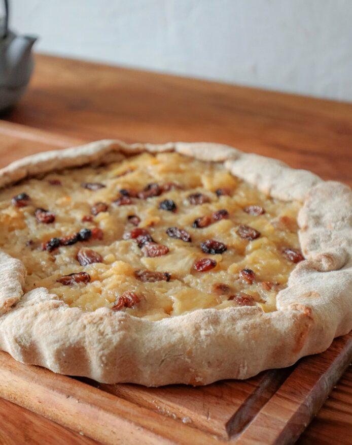 Tarte de Noël pommes épices raisins secs et saindoux